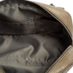 حقيبة كتف شانيل جلد رصاصي فاتح بجيب أمامي