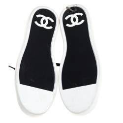 حذاء رياضي شانيل منخفض من أعلى سي سي جلد ومطاط أبيض/ أسود مقاس 40