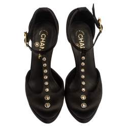 حذاء كعب عالى شانيل نعل سميك سى سى سير حرف تى زخرفة كريستال ساتان أسود مقاس 36.5