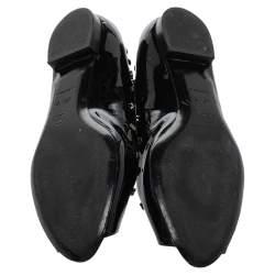 حذاء فلات باليه شانيل مقدمة مفتوحة حلية جلد لامع أسود مقاس 41.5