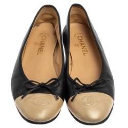 حذاء شانيل فلات غطاء مقدمة سى سى فيونكة جلد ذهبى / أسود مقاس 40.5