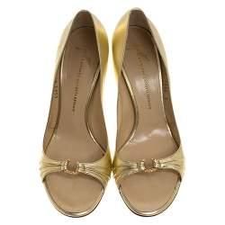 حذاء كعب عالي جوسيبي زانوتي مقدمة مفتوحة زخرفة كريستال جلد ذهبي ميتالك مقاس 40