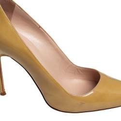 Manolo Blahnik Olive Green Patent Leather  Pointed Toe Pumps Size 39