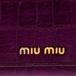 محفظة ميو ميو كونتيننتال قلاب جلد لامعة نقش تمساح بنفسجية