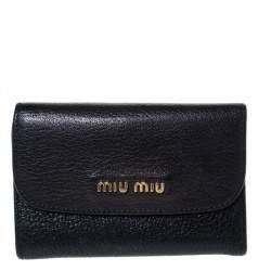 محفظة ميو ميو جلد مادراس أسود مضغوطة