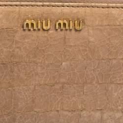 محفظة ميو ميو جلد نقشة التمساح بيج مجعدة بسحاب محيط