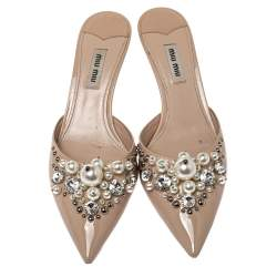 Miu Miu Beige Patent Leather Faux Pearl Embellished Pointed Toe Mules Size 37.5