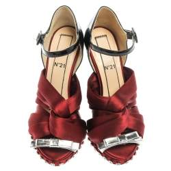 N°21 Burgundy/Black Pleated Satin And Patent Leather Crystal Embellished Althea Sandals Size 37