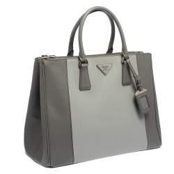 حقيبة برادا جلد سافيانو لوكس رصاصي ثنائي اللون كبيرة بسحاب مزدوج