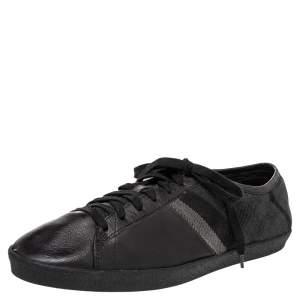 حذاء رياضي بربري جلد وكانفاس كاروهات نوفا  أسود / رصاصي بمقدمة مستديرة وعنق منخفض مقاس 43