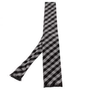 ربطة عنق شانيل حرير كاروهات مونوكرومي بشراشيب طرف مسطح