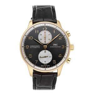 """ساعة يد رجالية آي دبليو سي """"بورتوغيزير كرونوغراف مؤسسة جاكي شان الخيرية آي دبليو3714-33"""" ذهب وردي عيار 18 رصاصية 41 مم"""