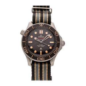 Omega Brown Titanium Seamaster Diver 300m 007 Edition 210.92.42.20.01.001 Men's Wristwatch 42 MM