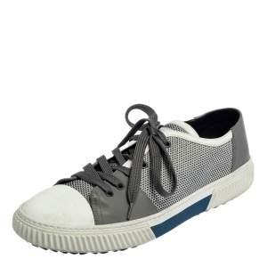 حذاء رياضي برادا سبورت نايلون تريكو ومطاط أبيض ورمادي برباط مقاس 45.5