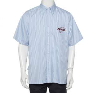 قميص برادا أكمام قصيرة مطبوع شعار لماركة قطن مقلم أزرق مقاس كبير جداً جداً (اكس اكس لارج)