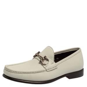 حذاء لوفرز سالفاتورى فيراغامو غانشينى بت جلد أبيض مقاس 42.5