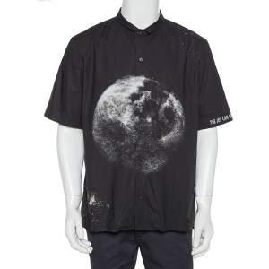 قميص فالنتينو بولينغ قطن مطبوع القمر أسود مقاس كبير جداً (اكس لارج)
