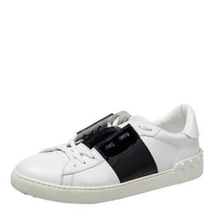 حذاء رياضي فالنينيو روكستد جلد أبيض وأسود منخفض من أعلى مقاس 45