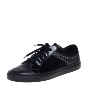 حذاء رياضي فيرساتشي ميدوسا سويدي وجلد أسود مرصع بعنق منخفض مقاس 43