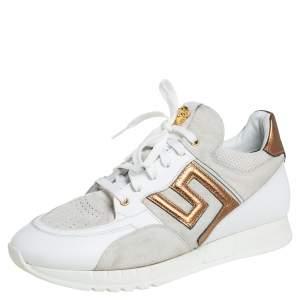 حذاء رياضي فيرساتشي جلد وسويدي رصاصي وأبيض مزين مفتاح يوناني مقاس 45