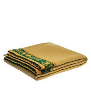 بطانية جياني فيرساتشي صوف نمط مادوسا خضراء وبيج