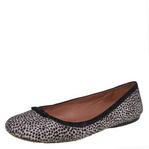 حذاء باليرينا فلات علايا فرو عجل أبيض/أسود مقاس 40