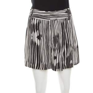 Alice + Olivia Monochrome Stripe Printed Crepe Pleated Shorts S