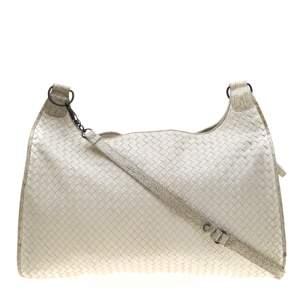 حقيبة بوتيغا فينيتا جلد أنترشياتو أبيض ونقشة التمساح