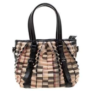 حقيبة يد بربري طية كارتريدج جلد لامع و PVC كاروهات نوفا بيج/ سوداء