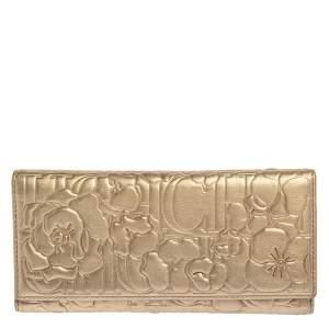 محفظة كونتينينتال كارولينا هيريرا ثلاثية اللون ذهبي موردة منقوشة