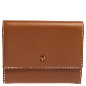 محفظة كارولينا هيريرا كومباكت طية ثلاثية جلد بني كراميل