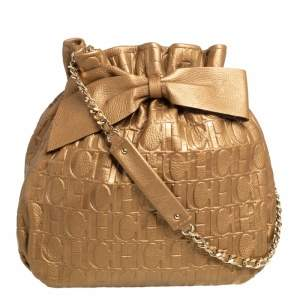حقيبة كتف كارولينا هيريرا باكيت جلد مونوغرامي منقوش ذهبي ميتاليك
