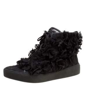 حذاء رياضي شانيل مرتفع من أعلى دانتيل كامليا CC أسود مقاس 37.5