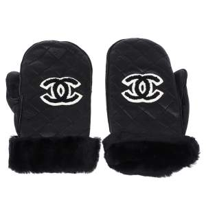 Chanel Black Quilted Leather CC Snow Gloves