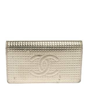 محفظة كونتينيتال شانيل جلد كيوبس ذهبية بقلاب والشعار