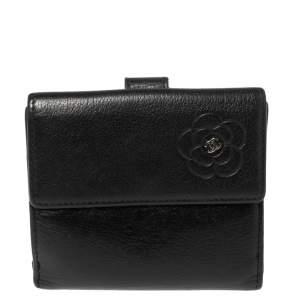 محفظة شانيل كاميليا جلد أسود منقوشة