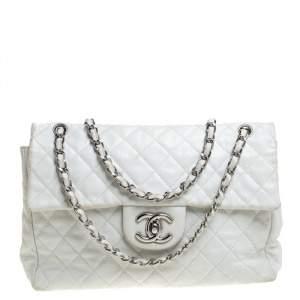 حقيبة شانيل قلاب كلاسيك ماكسي جلد كافيار مبطنة بيضاء