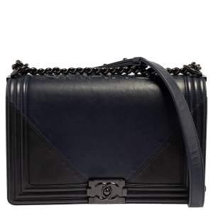 حقيبة قلاب شانيل نيو بوي جلد أزرق كحلي / أسود متوسطة