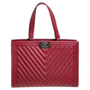 حقيبة يد توتس شانيل بوي شوبينغ جلد مبطن متعرج أحمر