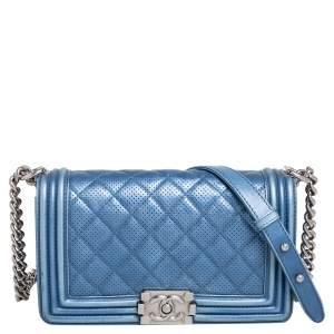 حقيبة شانيل بوي جلد مثقب مبطن زرقاء بقلاب متوسطة