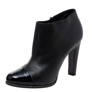 حذاء بوت كاحل شانيل مزخرف كريستال و نعل سميك و مقدمة سوداء مزينة سي سي جلد أسود مقاس 41