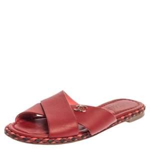 حذاء سلايدز فلات شانيل سي سي متعاكس حافة مضفرة جلد أحمر مقاس 36