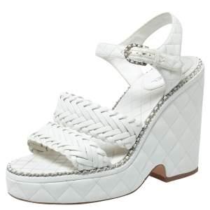 صندل شانيل مزين سلسلة سير كاحل نعل سميك كعب روكي جلد مبطن أبيض مقاس 39.5