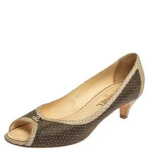 حذاء كعب عالي شانيل سي سي مقدمة مفتوحة جلد منقوش لونين مقاس 40.5