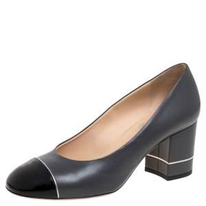 حذاء كعب عالى شانيل كعب عريض غطاء مقدمة جلد وجلد لامع أسود / رمادى مقاس 37.5