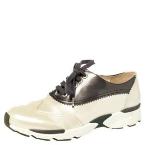 حذاء رياضى أكسفورد شانيل سى سى جلد لامع رمادى / كريمى مقاس 37.5