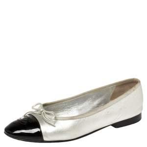 حذاء باليرينا فلات شانيل جلد وجلد لامع أسود/فضي بفيونكة مقدمة سي سي مقاس 36.5