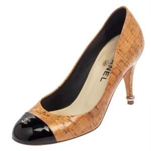 حذاء كعب عالي شانيل غطاء مقدمة سي سي جلد لامع أسود و فلين مقوى بيج مقاس 37.5