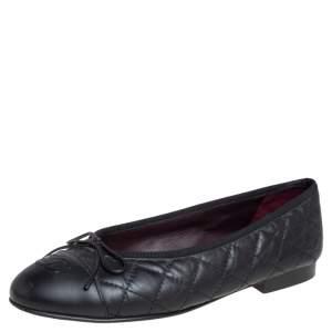حذاء باليرينا فلات شانيل جلد مبطن أسود مزين فيونكة و شعار الماركة سي سي مقاس 36.5