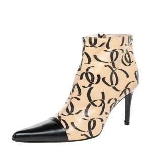 حذاء بوت للكاحل شانيل جلد سي سي بالشعار بيج/أسود مقاس 38